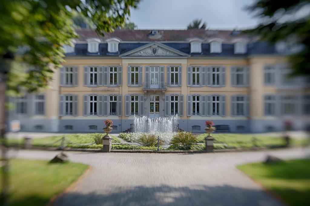 Schloss Morsbroich mit Springbrunnen