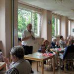 Wolfgang Neuman begrüsst die Anwesenden