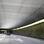 Fahrt durch einen Autobahntunnel